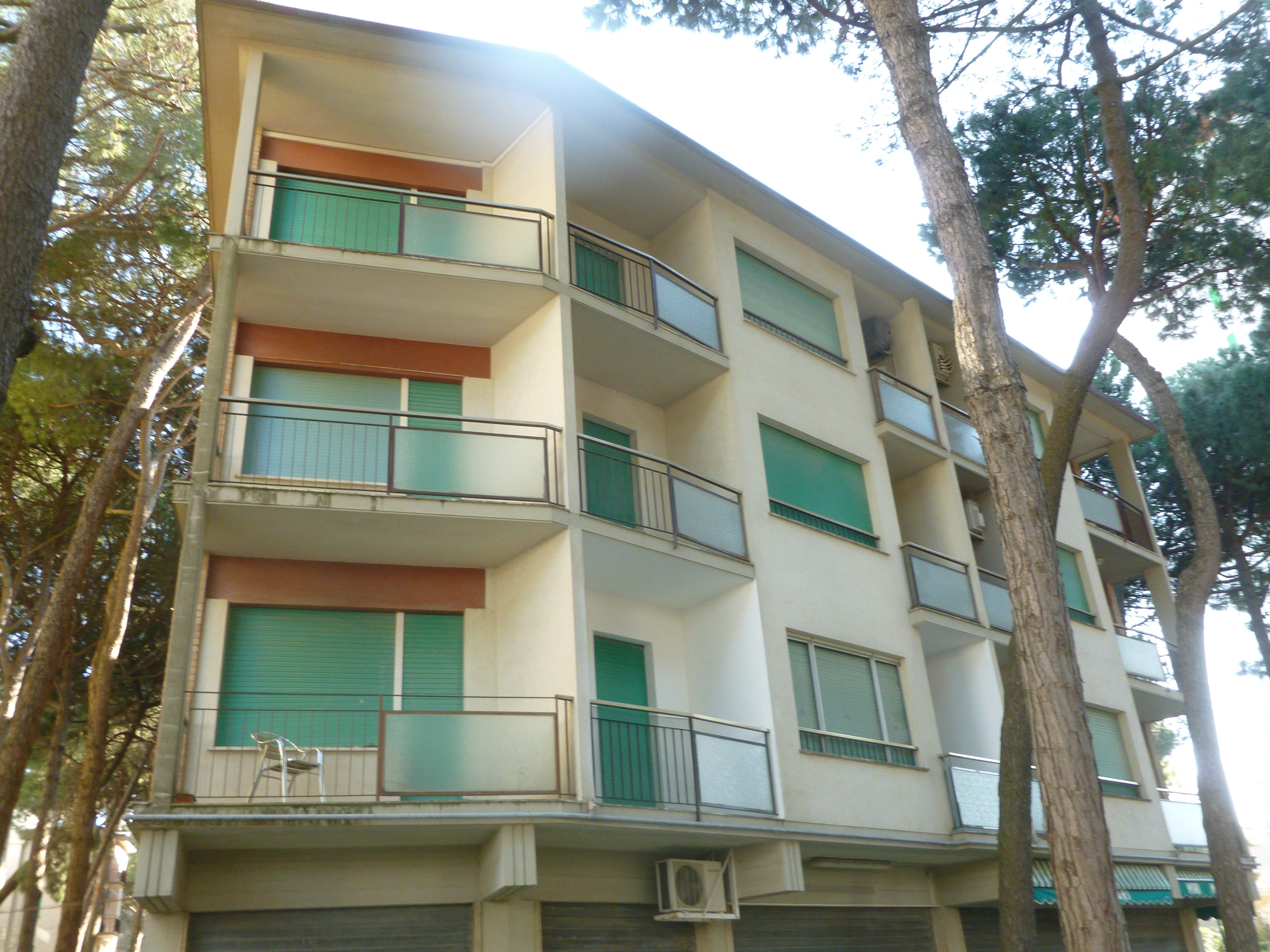 Vendesi appartamento condominio europa 4 agenzia for Vendesi appartamento